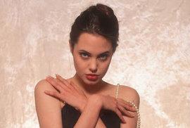Zapomenuté snímky Angeliny Jolie z doby, kdy se rozhodovala mezi dráhou herečky a modelky