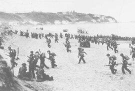 Americké jednotky se vyloďují poblíž Oranu