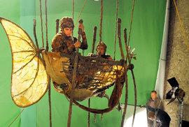Výtvarná koncepce filmu byla založena nakombinaci živé akce smalovaným pozadím, dekoracemi aanimovanými modely