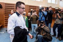 Krajský soud v Hradci Králové 20. listopadu pro nedostatek důkazů zprostil obžaloby Lukáše Nečesaného, který byl obžalován z pokusu o vraždu kadeřnice v Hořicích na Jičínsku v roce 2013