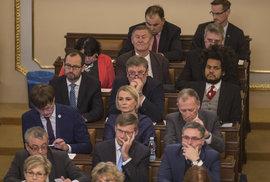 Druhý den ustavující schůze Sněmovny: Poslanci Feri (TOP 09), Grebeníček (KSČM) či Farský (STAN)