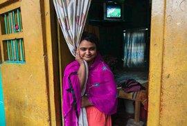 """Odhaduje se, že v Bangladéši žije na 200 tisíc prostitutek, a ačkoliv je v Bangladéši zakázáno pracovat """"v oboru"""", pokud je vám méně než 18 let, v praxi to nikdo příliš neřeší."""