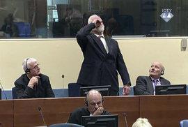 Slobodan Praljak vypil v soudní síni jed a zemřel
