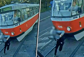 Nepozorného školáka v Brně smetla tramvaj. Děsivé video teď pouští dětem jako prevenci