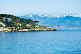 Z přímořské pohody v Antibes je to na svahy nedalekých Alp opravdu kousek
