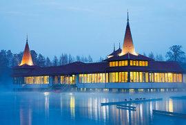 Hévíz: Vykoupejte se v největším biologicky aktivním přírodním termálním jezeře na světě!
