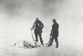Dle později nalezených fotografií jedli muži tuleně, mrože i lední medvědy.