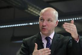 Kandidát na prezidenta Pavel Fischer jinýma očima: Skaut Bob a francouzský rytíř-komandér