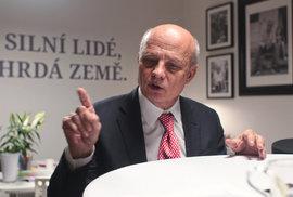 Michal Horáček. Čtvrtý v prvním kole naopak podpořil Jiřího Drahoše nejhlasitěji - nabídl mu i své billboardy. Jeho voliči ale stejně nadšeni nebudou