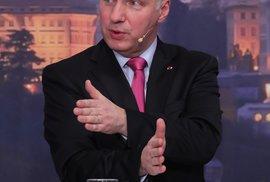 Prezidentský kandidát Pavel Fischer působí uhlazeně a jako bývalý diplomat také diplomaticky. Jediným pozdvižením bylo jeho nešťastné prohlášení, že by homosexuála najmenoval ústavním soudcem, protože by mohl rozhodovat o adopcích
