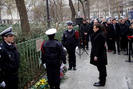 Francouzi si připomínají útok na redakci časopisu Charlie Hebdo.