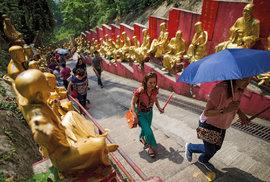 Klášter desetitisíce Buddhů je nejnavštěvovanějším svatostánkem v Hongkongu