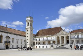 Universidade de Coimbra: Starobylá universita se starobylým vítacím rituálem