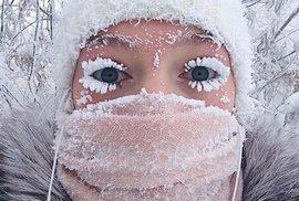 Mrzne, v Česku padají teplotní rekordy. Obyvatelům nejstudenější vesnice světa by tu ale bylo vedro