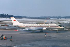 TU-124 na letišti Arlanda ve Švédsku