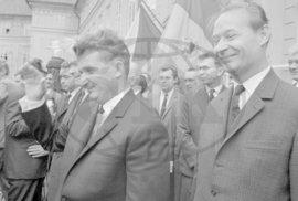 Praha, 15. srpen 1968: Ceauşescu podporuje Dubčeka.