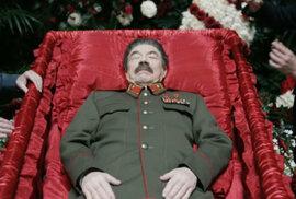 Do kin míří Smrt Stalina. Rusové satirický film zakázali kvůli volbám a výročí Stalingradu