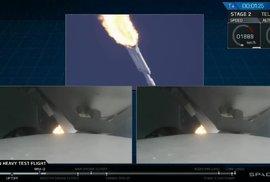 Cesta na Měsíc a Mars je pro lidstvo otevřená. Takhle vypadal úspěšný start rakety Falcon Heavy