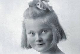 Joy Adamsonová se narodila v Opavě jako Friederike Victoria Gessnerová