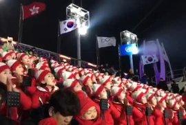 Severokorejské roztleskávačky na zahájení olympiády rozhodně zaujaly. Takhle povzbuzují…