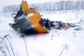 Trosky ruského letadla An-148, které se v neděli 11. února zřítilo krátce po startu z letiště Domodědovo, při havárii zahynulo všech 71 lidí na palubě