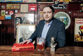Historik Michal Macháček se vesvé knize soustředil naHusákovu cestu kmoci. Období 70. a80. let chce ještě věnovat samostatnou publikaci.