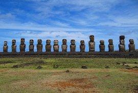 Sochy Moai na Velikonočních ostrovech jsou dílem zmizelého kmenu Rapa Nui.
