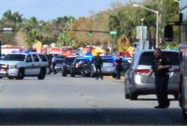 Masová střelba na střední škole na floridě má minimálně jednu oběť a 20 zraněných