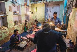 Indické sweatshopy: Cesta za tajemstvím levných bot vyráběných pro známé značky