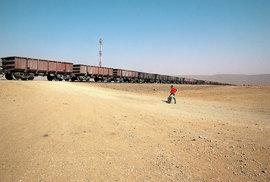 Vlak dlouhý dva apůl kilometru mě provezl pouští