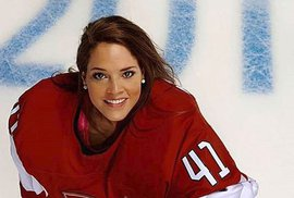 Další z krás Švýcarska: Gólmanka švýcarské ženské hokejové reprezentace Florence Schellingová (29).