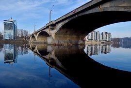Další dopravní rána pro Prahu: Libeňský most půjde k zemi, rozhodli o tom pražští radní…