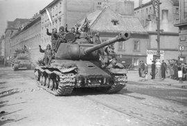 Rudá armáda a osvobození: Nejde zdaleka jen o maršála Koněva, ale o primitivní pokus…