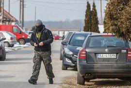 Na místě, kde byl zavražděný slovenský novinář Ján Kuciak s přítelkyní