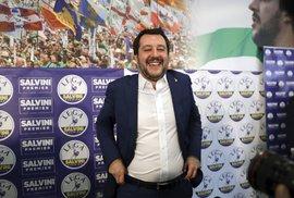 """Zemětřesení: """"Rozzlobená"""" Itálie zvolila odpor k EU. Protestní strany mají většinu v parlamentu"""