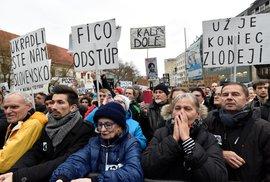 Největší protesty od revoluce: Desetitisíce Slováků včera opět vyšly do ulic