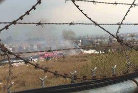 Na letišti v nepálu havarovalo letadlo s 67 cestujícími. Někteří se podařilo zachránit