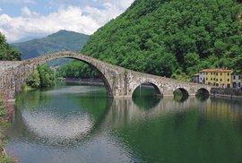 Údolí malebných mostů: Jedinečná výprava povodím italské řeky Serchio