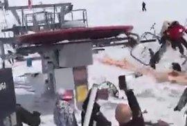 Video z šílené nehody v Gruzii: Porouchaná lanovka odhazuje lidi i několik metrů daleko