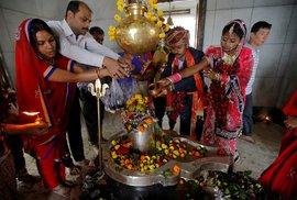 Hinduisté v Kalkatě slaví svátek Maha Šivratri
