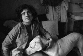 Na snímcích se často objevuje dcera fotografky Asya a její labrador, jinde je zachycen život v Petrohradě