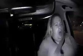 Policie ukázala video smrtelné nehody samořídícího auta Uberu. Zachycuje srážku i…