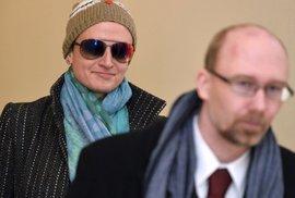 Advokátka Salačová okradla umírajícího seniora o desítky milionů. Soud jí dnes snížil trest