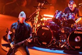 Metallica v Praze překvapila. Poslechněte si, jak rockeři zahráli Jožina z bažin od…