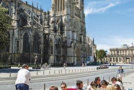 Katedrála svatého Ondřeje  má loď dlouhou 127 metrů!