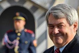 Vláda v ohožení a ČSSD zatlačená do kouta. Komunisté také nechtějí Pocheho jako ministra zahraničí