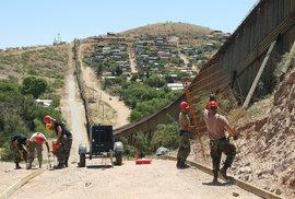 Trumpova ochrana hranic spolyká 8 miliard dolarů, peníze přinese vyhlášení stavu nouze