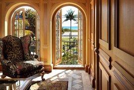 Luxusní sídlo, na jehož schodech zastřelili módního návrháře. Podívejte se, jak vypadá Versaceho vila