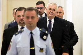 Jak odvolat v Česku prezidenta? Video krok po kroku objasňuje postup sesazení hlavy státu