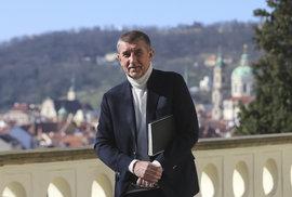 Bohumil Pečinka: Vzniká vláda do pěkného počasí. Až se ekonomika pokazí, ztratí smysl své existence